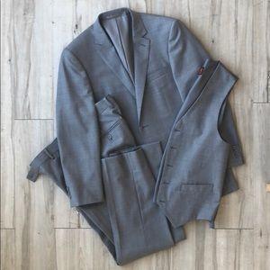 Mantoni 3 piece, solid grey men's suit, 40/34